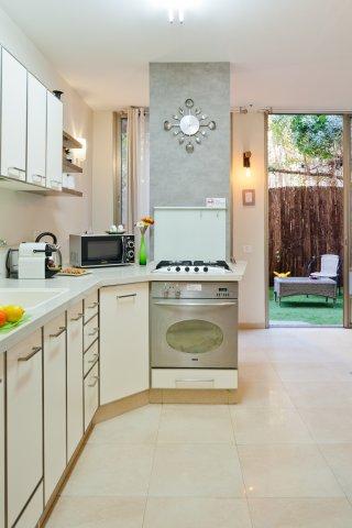 Tel Aviv Apartments - Charming central apt with a garden, Tel Aviv - Image 127917