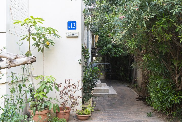 Tel Aviv Apartments - 2 BR Quiet 2 Min Walk to the Beach, Tel Aviv - Image 127329