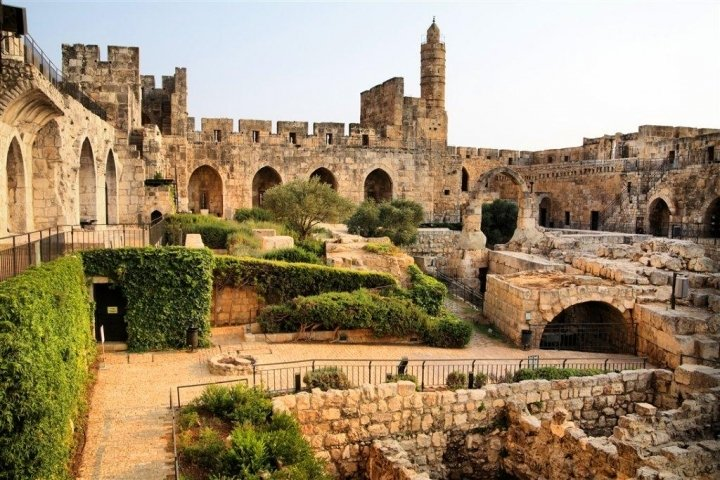 Jerusalem Apartments - BEST LOCATION 2 BDR WITH BALCONY, Jerusalem - The old city at 25 minutes walk or 7mn by taxi