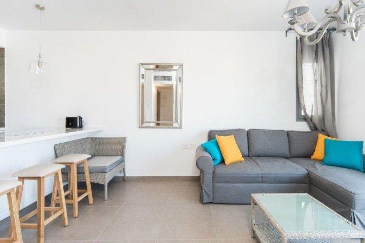 Tel Aviv-Yafo Apartments - 2 room balcony parking Tel Aviv, Tel Aviv-Yafo - Image 102182