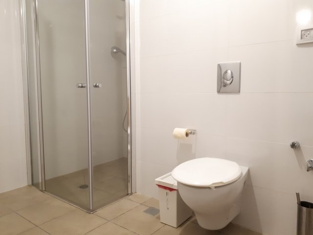 Jerusalem Apartments - Walking distance to the Old city, Jerusalem - Bathroom shower