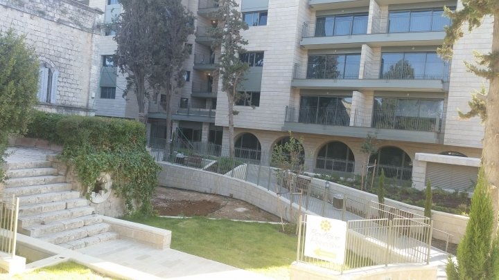 Jerusalem Apartments - Walking distance to the Old city, Jerusalem - Building garden