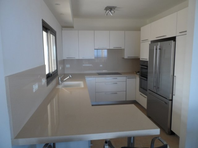 Netanya Apartments - Ir Yamin - 4 Bed Sea-View Apartment, Netanya - Image 105277