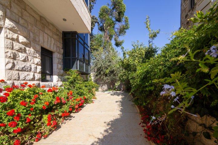 Jerusalem Apartments - Exquisite duplex apt in Talbiya , Jerusalem - Image 124529