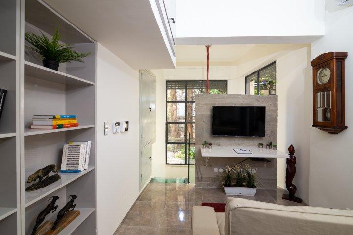 Jerusalem Apartments - Exquisite duplex apt in Talbiya , Jerusalem - Image 124563